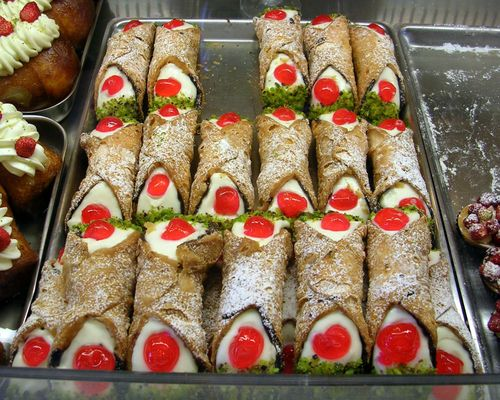 Cannoli_siciliani